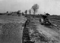 IX-418 Gezicht op de Bosweg bij de Langekade tijdens de wegaanleg voor het bosplan.