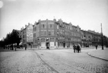 IX-475 Gezicht op de Burgemeester Meineszlaan (rechts) en de Vierambachtsstraat.
