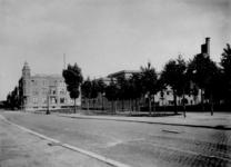 IX-820 Gezicht op de Essenburgsingel bij het G.W. Burgerplein.