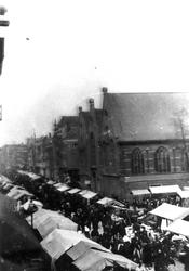 IX-865 Markt aan de Gedempte Botersloot, rechts de Prinsenkerk op de hoek met de Nieuwemarkt.