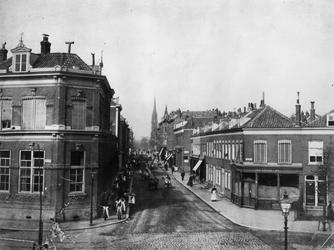 IX-921-03 Woningen aan de Goudse Rijweg, vanaf de Vlietlaan uit het oosten. Linkerzijde de Vlietkade.