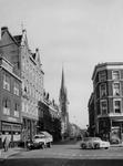 IX-927-15 De Goudse Rijweg, gezien vanaf het Goudseplein. Op de achtergrond de Rooms-Katholieke kerk.