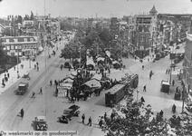 IX-938-01 Markt op de Goudsesingel.Op de voorgrond de kruising met links het Boschje, rechts de Gedempte Botersloot.