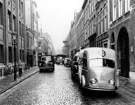 IX-970-04 Gezicht in de Gouvernestraat met op de achtergrond de West-Kruiskade. De zijstraat links de Gaffeldwarsstraat.