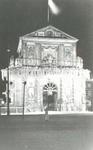 V-169-01 De versierde Delftse Poort tijdens de eerste gestaakte V.V.V. week.