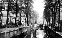 VII-121 Gezicht op de Bierhaven. Links de Oranjestraat en op de achtergrond de Wijnhaven.