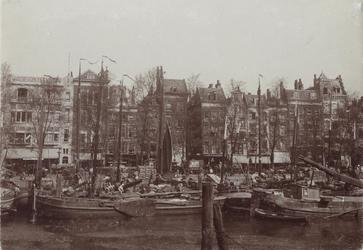 VII-137-02 De Blaak en de Noordblaak met uiterst links het pand van warenhuis Meijer en Blessing op nr. 67.