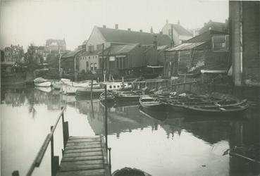 VII-160-2 De Buizenwaal met achtererven van de huizen op de Havenstraat.