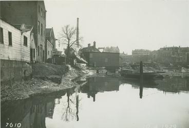 VII-162 De Buizenwaal met op de achtergrond de huizen aan de Havenstraat.