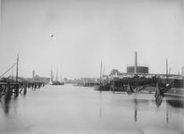VII-191-01-1 Keilehaven met rechts de gasfabriek.
