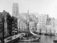 VII-206 De Kolk, links het Westnieuwland, rechts de Korenbeurs.Op de achtergrond de Grotemarkt en de toren van de ...