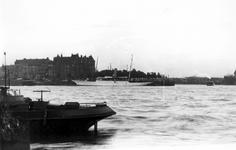 VII-344-07 Gezicht op de Nieuwe Maas bij het Prinsenhoofd.