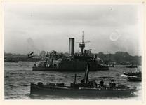 VII-344-09 Oorlogschip de monitor H.M. Reinier Claesen, op de Nieuwe Maas.