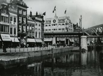 VII-491-02 Omgeving Grotemarkt met de Steigersgracht, de spoorbrug en op de achtergrond het Moriaansplein.