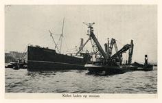 VII-88-42-3 Havenwerkzaamheden op de Nieuwe Maas.Kolen laden op stroom.