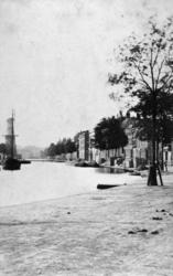 VIII-120 De Coolvest en de Coolsingel met korenmolen De Hoop bij de Kruiskade.