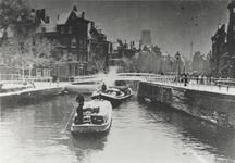 VIII-23-00-01 De Delftsevaart met de Galerijbrug, rechts het Haagseveer, gezien vanaf de Schiekolk.