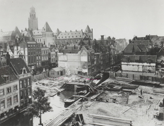 VIII-32-01 De bouw van de Meentbrug over de Delftsevaart.
