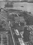 X-11-77 Bouw van de Maastunnel.Links de roltrappenschacht en rechts de luchtkokers van het ventilatiegebouw in aanbouw ...