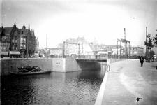 X-159-02 Lage Erfbrug bij de Coolhaven. Op de achtergrond links de Schiedamseweg.