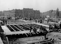X-193-11 De aanbouw van de Paradijsbrug met de verbinding tussen de Boezemlaan en Bosdreef.Links de Nieuwe ...