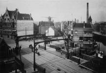 X-86-02 Havenstraat, de Aelbrechtsbrug over de Aelbrechtskolk. Linksachter de Schiedamseweg, rechtsachter de ...