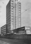 XII-115-02 Het bijna voltooide GEB-gebouw aan de Rochussenstraat.