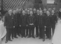 XII-56-01 Bodes van het stadhuis aan de Coolsingel tijdens een receptie.