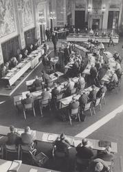 XII-58-02-30 Raadsvergadering van 16 januari 1964 in het stadhuis aan de Coolsingel, in de Burgerzaal die tijdelijk als ...