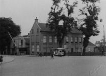 XII-97-02 Belastingkantoor aan de 's-Gravenweg.