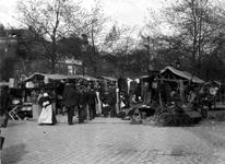 XIV-131-01 Markt op de Goudsesingel.