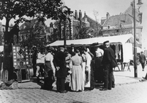 XIV-131-03 Markt op de Goudsesingel, vlakbij de Goudseweg.