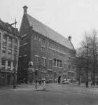 XIV-139-00-02 Gezicht op het Beursplein met het kantoorpand van bank R. Mees en Zonen.