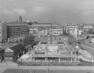 XIV-140-00-26 De Blaak met de bouw van kantoorgebouw de Hoofdpoort (Van Marle concern/Stad Rotterdam Verzekeringen), ...