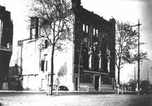 XIV-146-01 Gezicht op de ruïne van de bijbank van de Nederlandsche Bank aan de Boompjes 72, na het bomdardement van 14 ...