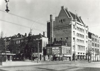 XIV-158-1,-2 De Coolsingel.Van boven naar beneden afgebeeld:- 1: Met de Amsterdamsche Bank, vóór de sloop van het naast ...
