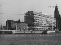XIV-159-28-03-2 Het Hofplein, op de achtergrond de Coolsingel met dancing-cabaret Bristol, het kantoorgebouw van de ...