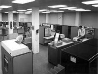 XIV-161-00-02 Interieur van de computerzaal van N.V. Instituut voor Electronische Administratie, aan de Diergaardesingel.