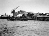 XIV-357 Loodsen van P.A. van Es en Ph. van Ommeren aan de Parkkade en hoek van de Parkhaven.