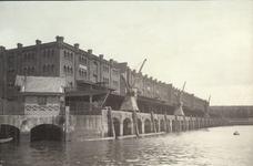 XIV-395 Het pakhuis 'De 5 Werelddelen', aan de Entrepôthaven.