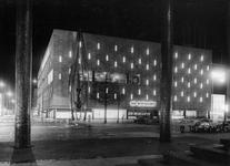 XIV-419-12-00-52-02 De Coolsingel met warenhuis de Bijenkorf, de sculptuur/metaalplastiekvervaardigd door beeldhouwer ...