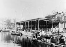 XIV-66 Gezicht op de Zeevischmarkt aan de Blaak.Op de achtergrond de Leuvehaven.