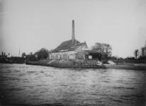 XV-167 Fabriek van de Acetyleengas en benzine Maatschappij aan de Nesserdijk.