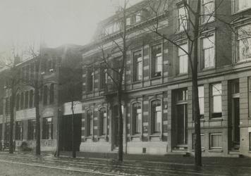 XV-87-1-TM-3 Fabriek van banket, chocolade en suikerwerken van de fa. C.Jamin in de Hugo de Grootstraat.-1: Fabriek van ...