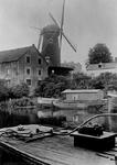 XVI-35-00-01 Gezicht vanaf de Aelbrechtskade bij de Delfshavense Schie. Op de achtergrond molen aan de Noordschans.