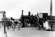 XVII-51-02 Gezicht op de spoorwegovergang (ter hoogte van de latere Statentunnel) bij de Beukelsdijk.