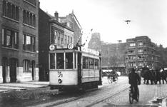 XVII-80-01 De Gedempte Botersloot met o.a. tramlijn 6.