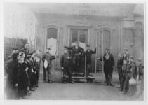 XVII-83 Het tramhuisje op het Beursplein, links op de achtergrond Station Beurs.