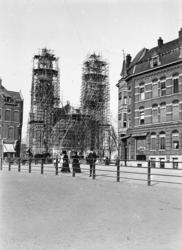 XVIII-1-00-07 De bouw van de Koninginnenkerk aan de Boezemsingel.