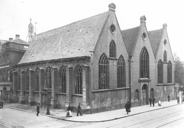 XVIII-10 De Prinsenkerk aan de Gedempte Botersloot op de hoek met de Prinsenstraat (links).